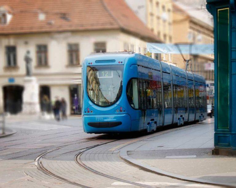 רכבת מול אוטובוס: כך תבחרו איך להתנייד בארץ